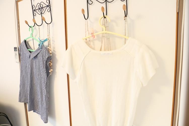 お気に入りの洋服やアクセサリーはあえてしまわずに見せる工夫を。