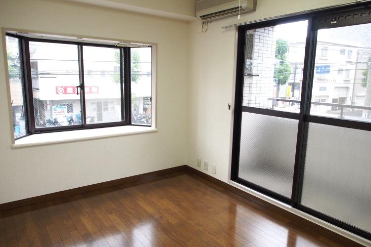 元住吉駅の賃貸:賃料抑えめの窓好き居室。