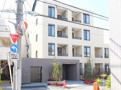 学芸大学駅の賃貸:新築マンションの小庭付き。