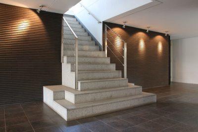 学芸大学駅の賃貸:【豪奢な階段の先には……】